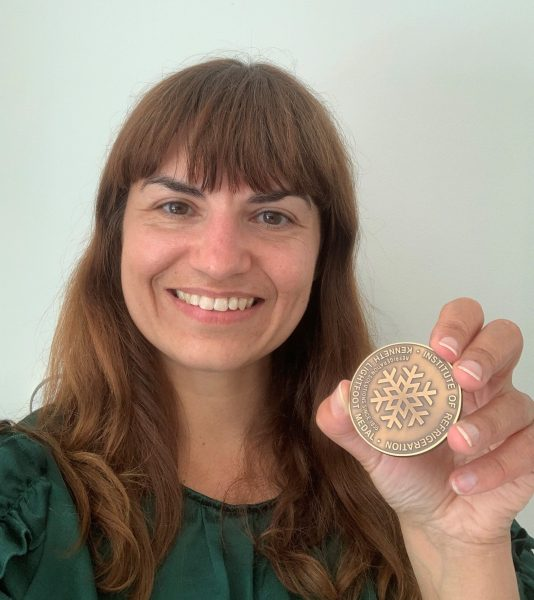 Catarina Marques holding the Lighfoot medal